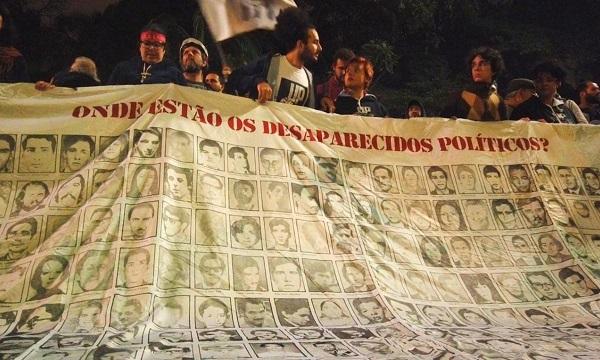 SOCIEDADE 'Ditadura nunca mais' é tema de protesto contra falas de Bolsonaro